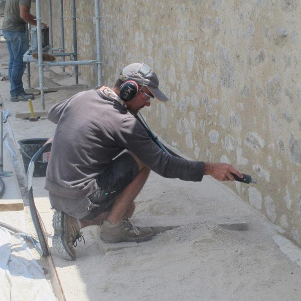 maconnerie-fondation-patrimoine-enduit-chaux-tige-de-botte-brique-restauration-4